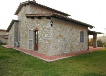 villa-in-pietra-con-piscina_chianti_property
