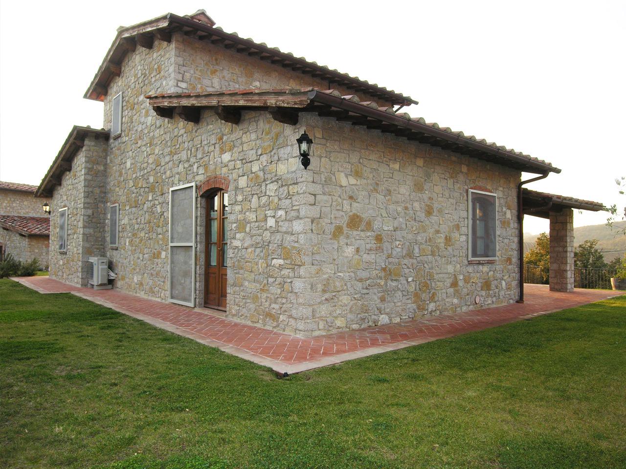 Villa in pietra con piscina chianti property group for Foto ville in pietra